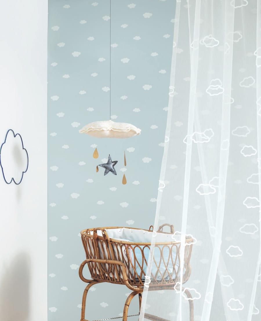 Tapeten und Vorhänge bringen Farbe ins Kinderzimmer